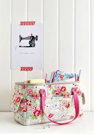 622 best bags images on Pinterest | Child models, Sewing lessons ... & FREE Oslo Craft Bag pattern (Sew Sweetness) Adamdwight.com