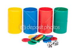 Gioco Da Tavolo Giallo : Pezzo di gioco da tavolo giallo isolato su bianco ? foto stock