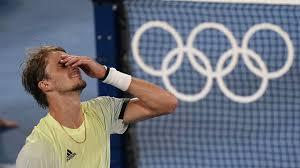 The winner will play stefanos tsitsipas or alexander zverev in sunday's final. Alexander Zverev Besiegt Novak Djokovic Im Olympia Halbfinale