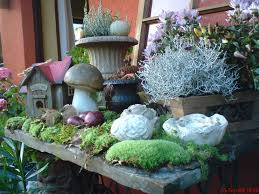 Herbstlich Dekoriertes N Hmaschinengestell Wohnen Und Garten