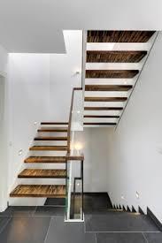 Sie verbindet ohne zwischenpodest zwei etagen miteinander. Zweilaufige Treppe Mit Zwischenpodest Und Ganzglasgelander Modern Staircase Essen By Architektur S R