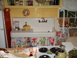 c dianne zweig kitsch n stuff using vintage tablecloths to
