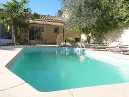 piscine privée 7 m par 3 5m à fond plat sécurisé pour les enfants