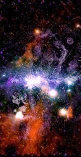 La vista de la NASA del centro de la Vía Láctea parece un deslumbrante  fuegos artificiales psicodélicos