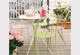 spray painting garden chairs