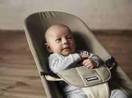 baby bjorn bouncer provides ergonomic support and a great hand rest