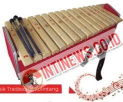 Sape merupakan alat musik yang berasal dari suku dayak kalimantan yang dimainkan layaknya sebuah gitar. Kolintang Alat Musik Tradisional Sulawesi Utara