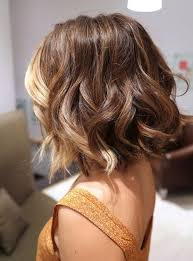 um wavy hairstyle ombré style bangs all blonde