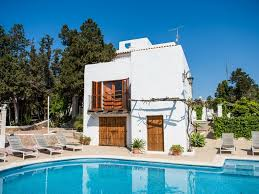 Beautiful Rustic Spanish Villa 7 Minutes To Beach 7 Mins Walk To Spanish Villa