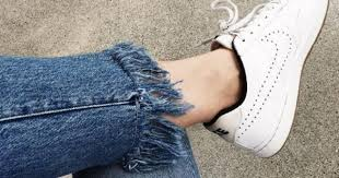 diy frayed jeans how to fray your denim into fringed hem perfection huffpost canada