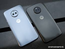 motorola x4. the frame conceals a 3000mah battery, full ip68 water resistance and headphone jack to boot. not bad, motorola. motorola x4