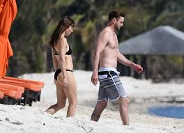 Justin timberlake is an award winning american singer, actor and songwriter. Celebrity Entertainment Justin Timberlake And Jessica Biel Are Like Kids In A Candy Store While Swimming In The Ocean Popsugar Celebrity Photo 17