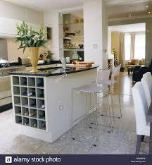 Eine Moderne Küche Mit Essbereich Frühstück Bar Einheit