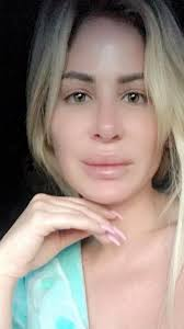 Kim Zolciak-Biermann Shares Makeup-Free, Wig-Free Selfie | PEOPLE.com