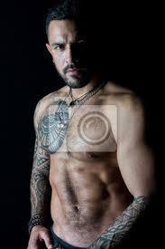 Fototapeta Fit Model S Tetováním Na Kůži Vousatý Muž S Tetovaný Hrudník