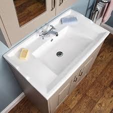 Unsere ikea waschkommoden sehen toll aus und bieten dir viel platz für alle dinge, die du für deine tägliche badroutine brauchst. Amazon De Traditionelle Boden Stehend Taupe Grau Waschtisch 800 Mm Und Unterschrank