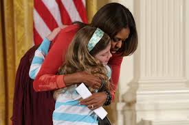 Obama Resume Little Girl Hands Michelle Obama Her Unemployed Dad's Resume 80