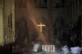 PATRIMOINE. Après l'incendie, découvrez les images terrifiantes de  l'intérieur de Notre-Dame