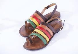 夏ファッションは足元から 最旬サンダルフットネイルコーデ 丨