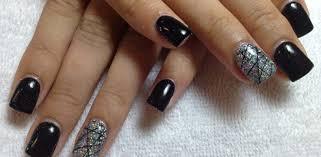 nails in gel or semi permanent varnish