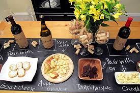 Quadro madeira porta rolha de vinho decoração parede. Noite De Queijos E Vinhos Como Preparar O Que Servir E Decoracao