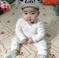 Hội mẹ bỉm sữa thích thú với em bé mũm mĩm 1 tuổi đã 17kg, ai nhìn cũng  muốn bế