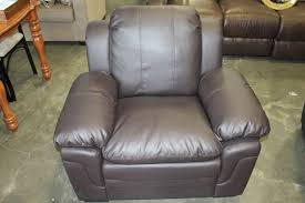 BRAND NEW BROWN LEATHER ASHLEY FURNITURE ARMCHAIR Big Valley Auction