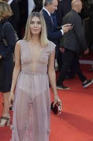 Martina Pinto e il vestito trasparente sul red carpet di Venezia -  ilGiornale.it