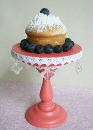 now to make it all even sweeter sarah has decided to giveaway this adorable peach cupcake stand to enter just tell me about the best cupcake you ve ever