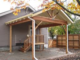 exceptionnel brown and cream patio shade structure with simple roof design over wooden stairs on backyard