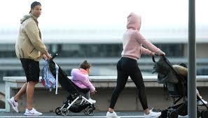 Juve, Cristiano Ronaldo a passeggio con Georgina e i figli - Coronavirus, Cristiano  Ronaldo e Georgina a passeggio con i figli