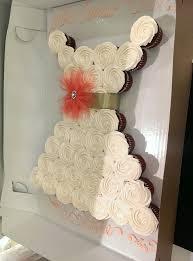 Gloria the cake decorator is amazing Here is the wedding dress