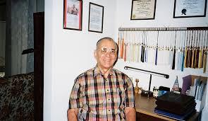 Советы летнего мужчины проучившегося лет и получившего  Этот 75 летний мужчина проучился 55 лет и получил 30 дипломов