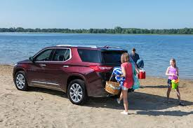 2018 chevrolet traverse redesign. simple redesign 2018chevrolettraverserearquarterleft in 2018 chevrolet traverse redesign