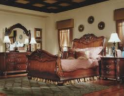 vintage look bedroom furniture. Queen Spacious Bedroomm With Wooden Polished Furniture And Also Creamy Sheer Curtain Combined Vintage Look Of Framed Pictures For Bedroom S