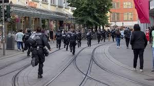Bei der messerattacke von würzburg sind neben den drei getöteten menschen mindestens zwei weitere angegriffene. Xzevmsc6gn0tym