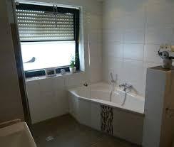Kleines Badezimmer Eckbadewanne Dusche Unter Der Dachschräge Bad
