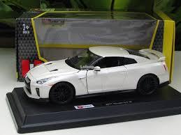 Bburago 1/24 Diecast Car Nissan Skyline GTR R35 (2017) (White)  S