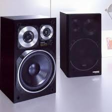 onkyo speakers. a pair of vintage onkyo d-1r bookshelf speakers