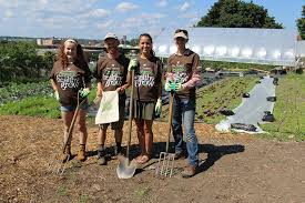 dave thompson s organic healthy grow teams up with hewitt s garden center to support capital roots