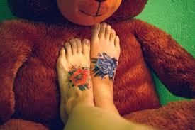 тату на ступне для девушек и мужчин с фото и примерами татуировок
