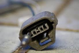 repair a toyota wire harness ttora forum you need to insert the tool between the connector and the clip to it from the wire i it simple to insert then pry up so that it forces the clip