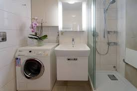 the washing machine in the bathroom foto laurav