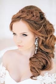 Krásny účes S Kučeravými Vlasmi Mäkké Kudrlinky Na Priemerných