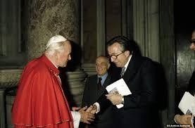 Giulio Andreotti - IX Legislatura 1983-1987 - Galleria - Giovanni Paolo II  saluta Giulio Andreotti e Amintore Fanfani