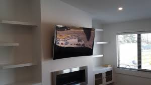 the distortion of light reflection on a curved 4k tv display is worse than that of