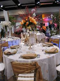 Round Table Decoration Round Table With White Tablecloth Combined By Flower Bouquet With