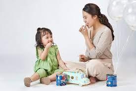 Bé háu ăn hơn từ khi được mẹ bổ sung bánh ăn dặm