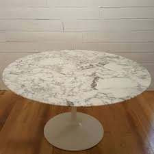knoll tulip 137 round table in marble eero saarinen 1960s design market