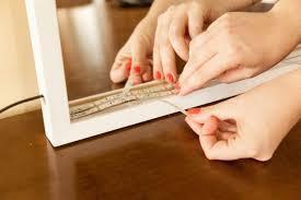 Isso porque, ao contrário das tradicionais mangueiras, vêm com uma camada adesiva na parte de trás. Espelho Com Led Detalhes E Dicas De Como Aplicar Ps Do Vidro